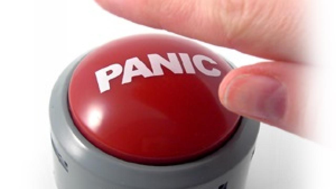 पॅनिक बटन आले; पण सुरक्षितता नाही
