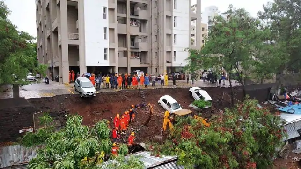 pune wall collapse, Pune