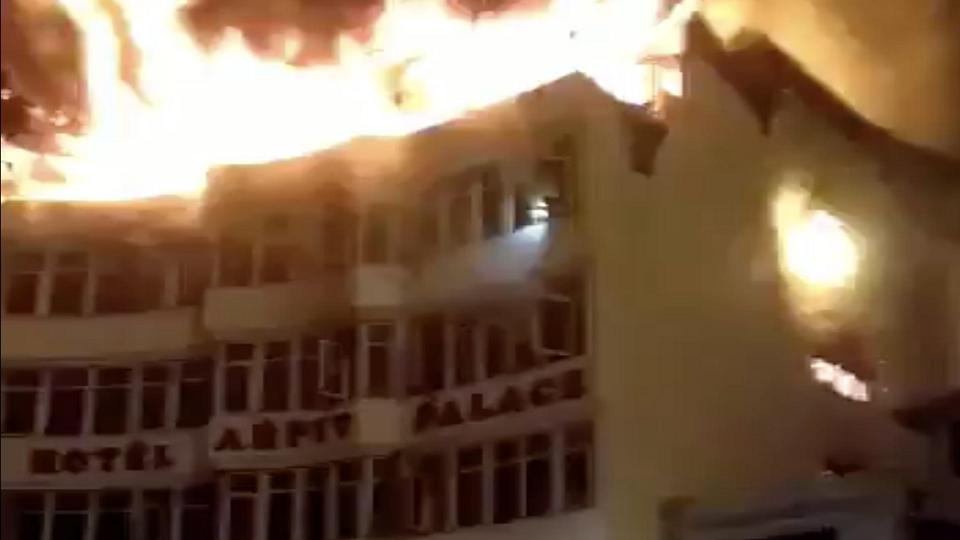 fire on hotel, delhi