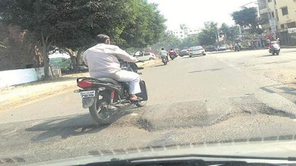 accidents due to speed breakers, pune accident