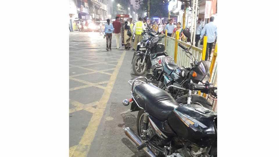 Pune, Traffic Rule Violation , No Parking