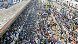 Protesters block trains in Nalasopara