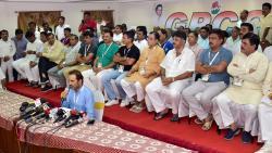 44 Gujarat MLAs return from Karnataka