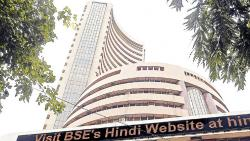 Sensex extends slide to 9th session; IT stocks drag
