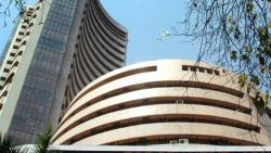 Banks, IT stocks lift equities; Sensex closes over 300 points