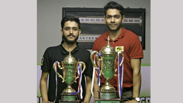 Rahul Sachdev (left) and Ketan Chawla pose with their trophies.