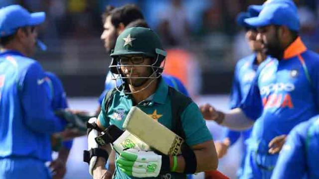 Bowlers do star turn as India thump Pakistan by 8 wickets