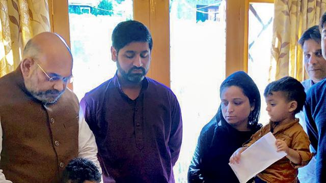 Shah reviews security situation in Kashmir;meets family of cop killed in Anantnag terror attack