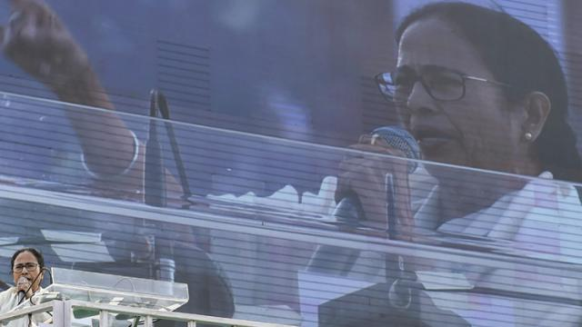 'Delhi mein sarkar badal do': Mamata's war cry at opposition rally