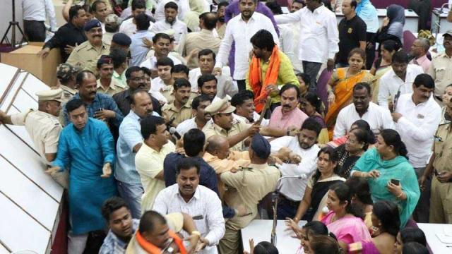Scuffle in Aurangabad civic body over Vande Mataram