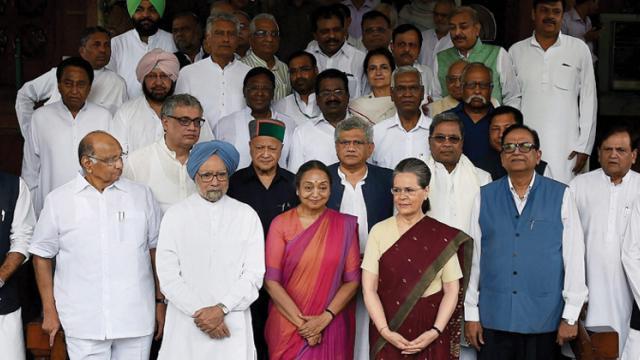 Meira Kumar files nomination for president