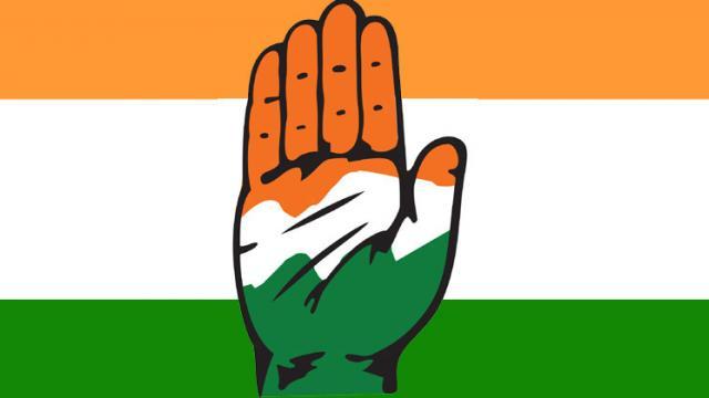 Congress disbands Karnataka unit, spares Gundu Rao, Khandre