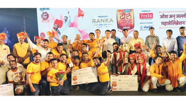 Members of Abhinav Swaragarjana (Panvel) and Hanuman Tarun Mandal, Pirangut pose for a picture.