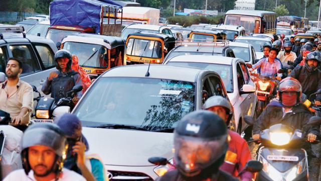 Rains bring traffic chaos, waterlogging