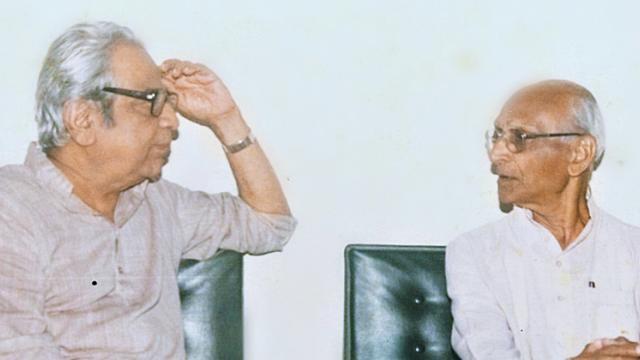 Pu La Deshpande with Nana Rairikar at Balgandharva Rang Mandir's VIP room