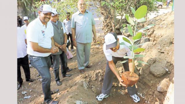 Goel Ganga Foundation undertook a plantation drive of 500 saplings in Wanawadi area on World Environment Day.