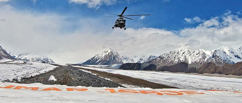 MI 17 flies over Kumar post, Siachen glacier