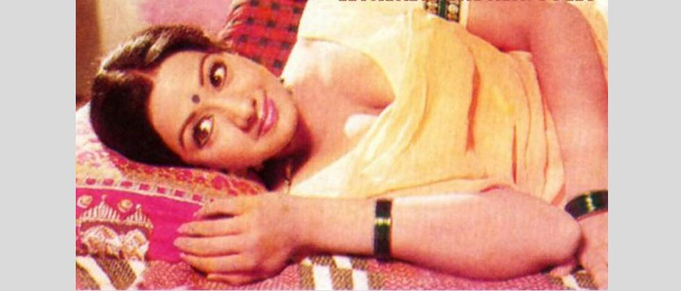 Sridevi's first Hindi movie as the main lead was Solva Saawan (1978) opposite Amol Palekar. The movie flopped.