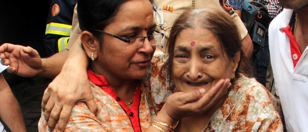 Relatives mourn the loss of their near and dear ones as 4 people were killed and 16 injured as fire broke out in 17-storey Crystal Tower building at Hindmata in Parel on Wednesday morning. Pics by: Prashant Sawant