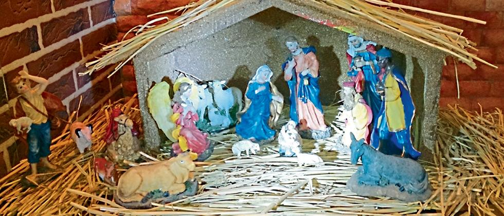 Miniature idols depict the birth of Christ (File photo)