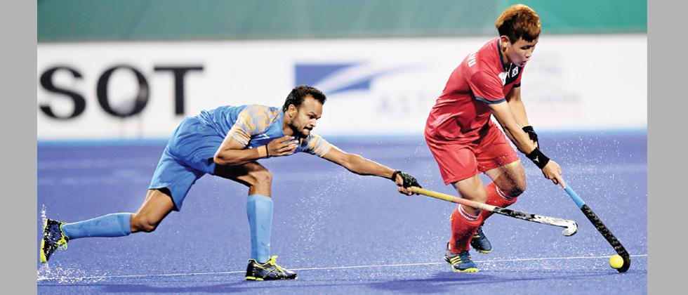 South Korea's Kim Seong-kyu (right) in action against India's Lalit Kumar Upadhyay (left) during their match on Sunday.