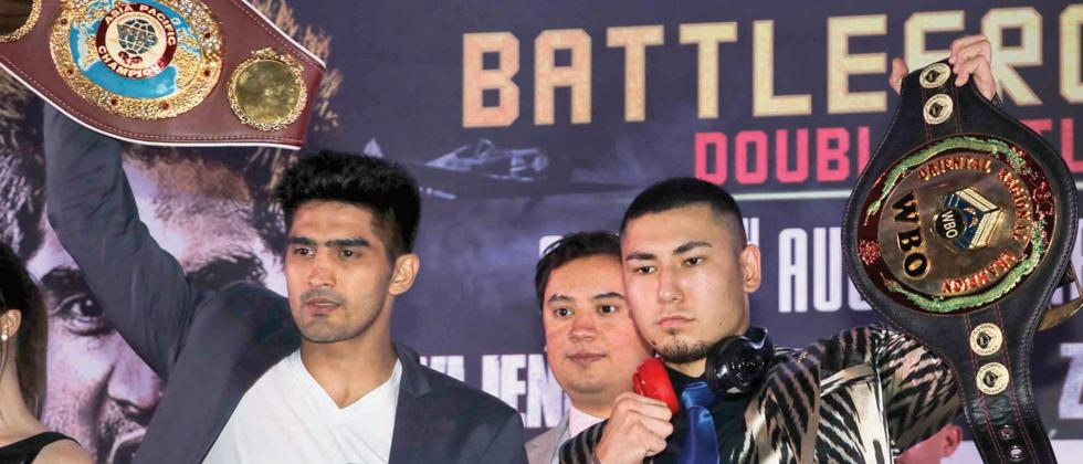 All to Play for: India's Vijender Singh (left) and China's Zulpikar Maimaitiali.