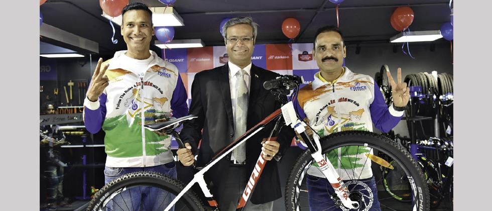 Pravin Patil (centre) along with Dr Hitendra Mahajan (left) and Dr Mahendra Mahajan pose for a picture.