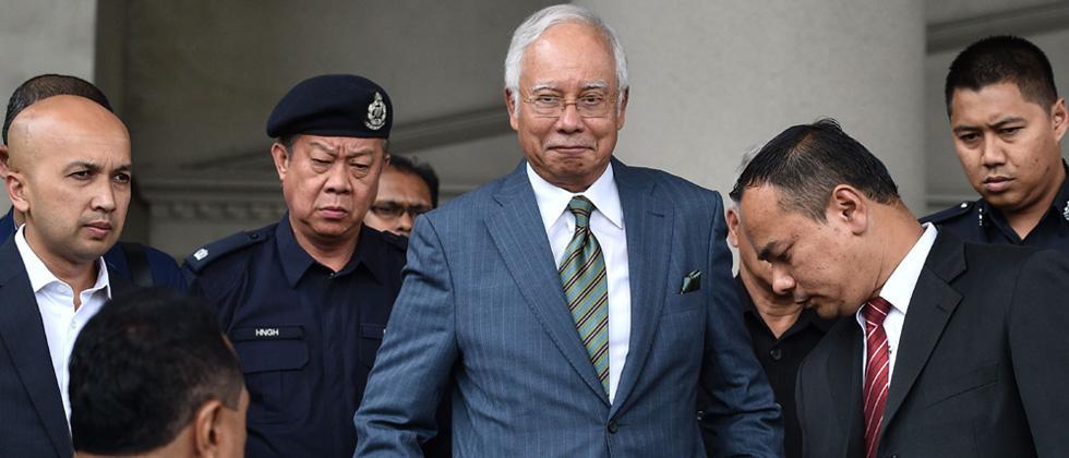 Malaysia's former prime minister Najib Razak (C) leaves Duta court complex in Kuala Lumpur on August 8, 2018.