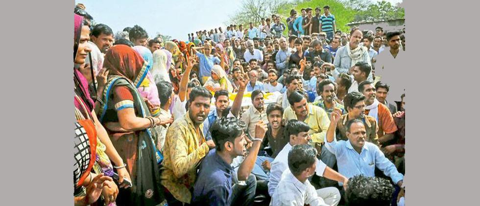 Farmers' agitation: Collector, SP of Mandsaur transferred