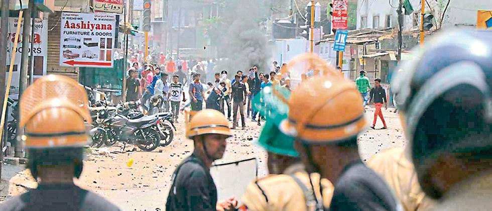 Two dead, over 50 hurt in Aurangabad riots
