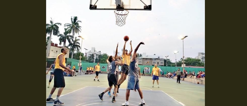 Mandar, Harshwardhan top score as Eagles, Bisons set up final clash