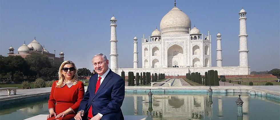 Israeli Prime Minister Benjamin Netanyahu and his wife Sara Netanyahu pose for a picture during a visit to historic Taj Mahal in Agra