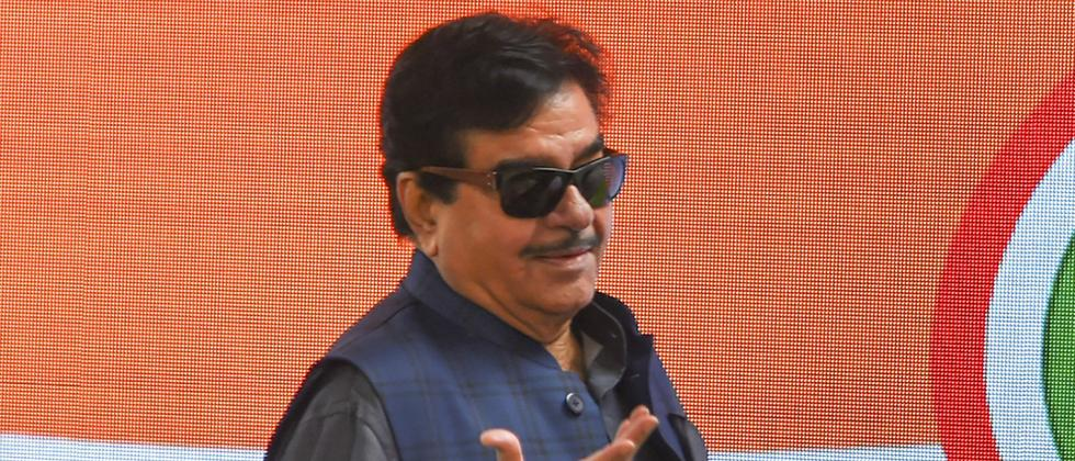 LokSabha 2019: Shatrughan Sinha joins Congress; terms BJP 'one-man show, two-men army'