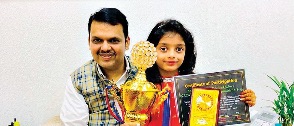 Anaishaa Pinkesh Nahar poses for a picture with Maharashtra Chief Minister Devendra Fadnavis