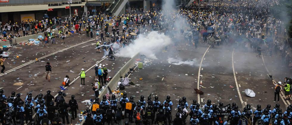 Massive protests in HK delay extradition bill debate