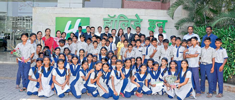 Holiday Inn Pune Hinjawadi staff members with students of Mhalunge Grampanchayat School