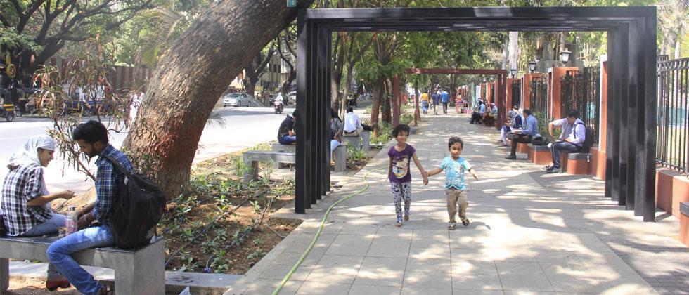 The pavement in front of Chhatrapati Sambhaji Maharaj Garden on JM Road
