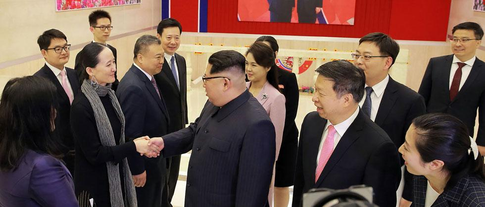 This picture taken on April 14, 2018 and released by North Korea's official Korean Central News Agency (KCNA) on April 15 shows North Korea's leader Kim Jong Un meeting with members of a Chinese art troupe in Pyongyang, North Korea. AFP PHOTO/KCNA VIA KNS