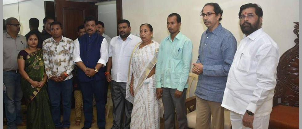 Ahead of Palghar LS bypoll, kin of late BJP MP join Shiv Sena