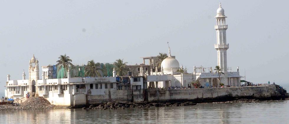 SC gives last chance to Maha to remove Haji Ali encroachments