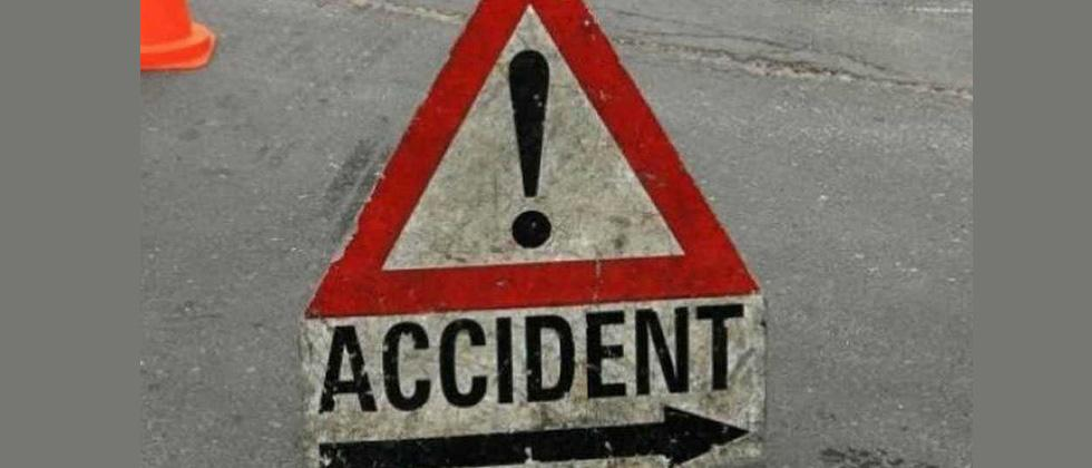 Bus overturns in Wakad; ten passengers injured