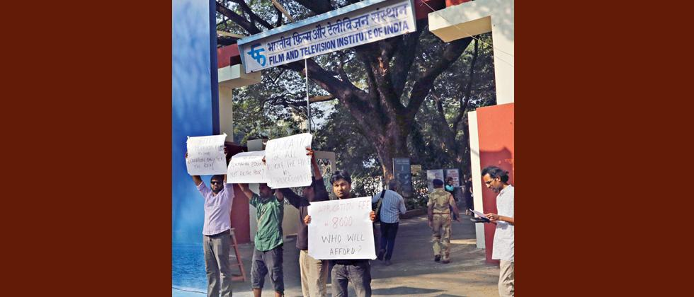 FTII students hold protest against sharp increase in application fees