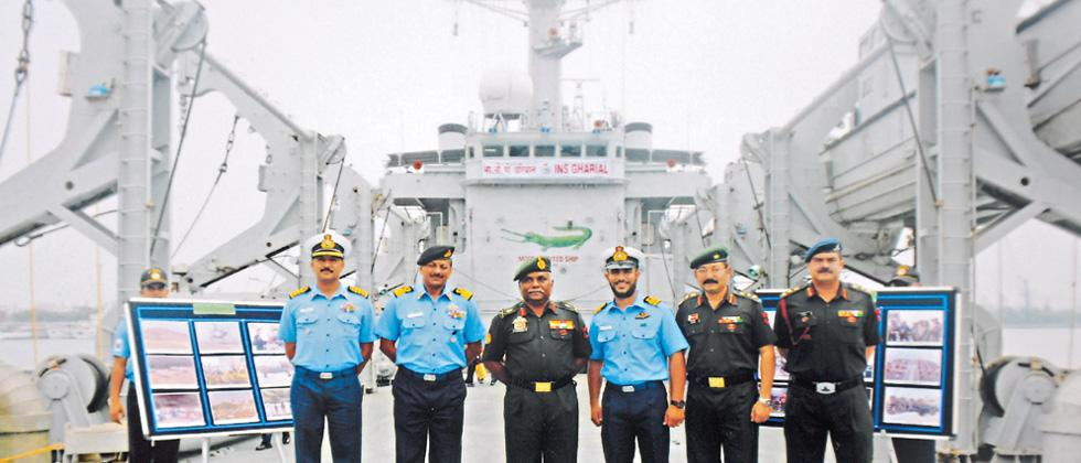 Lt Gen Hariz pays a visit to warfare ship INS Ghariyal