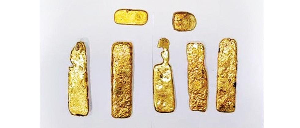 Paste containing gold concealed on body, lady passenger nabbed