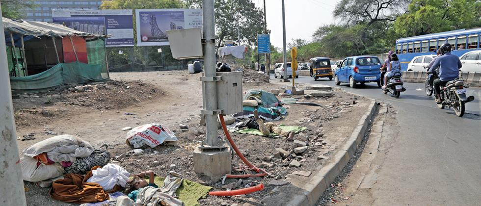 Residents of Koregaon Park face problems due to unkempt footpath