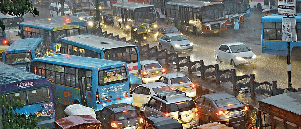 After heavy showers on Wednesday, Puneites witnessed traffic jams and water logging. Mukkund Bhute/Sakal Times