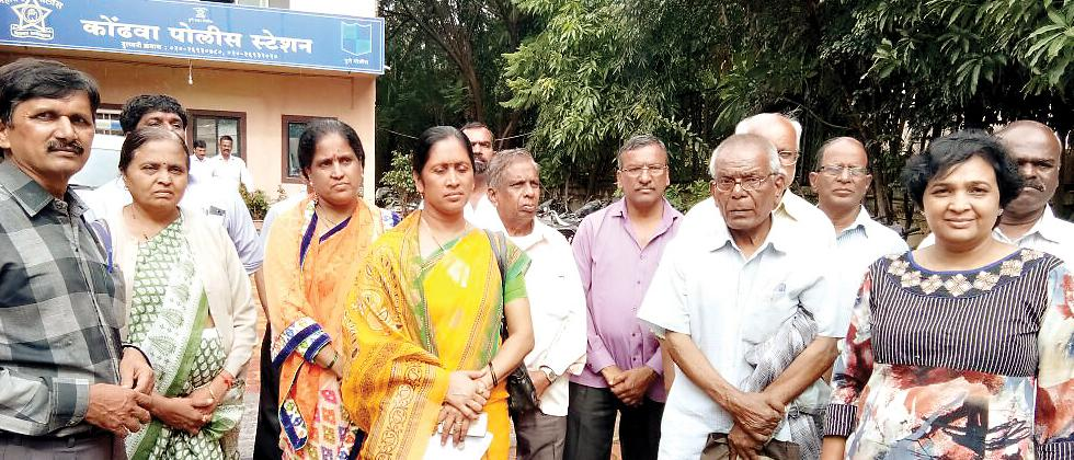 Members of Maharashtra Andhashraddha Nirmoolan Samiti and complainants who were ostracised at Kondhwa police station.
