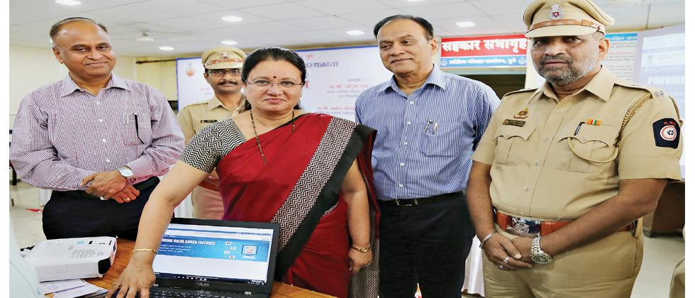 Mayor Mukta Tilak (C)launches a new online facility for auto-rickshaw permits at RTO in the presence of  Regional Transport Officer Balasaheb Ajri, Addl Collector Ramesh Kale and Deputy RTO Anand Patil.
