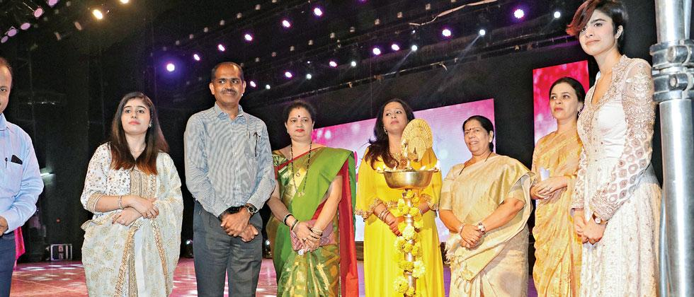 Delegates at the Sakal Woman Impact Award ceremony (from left) Alankrit Rathore, N Ramaswami, Mandakini Bhatre, Vaishali Samant, Manda Mhatre, Mrunal Pawar and Swati Wadhwani