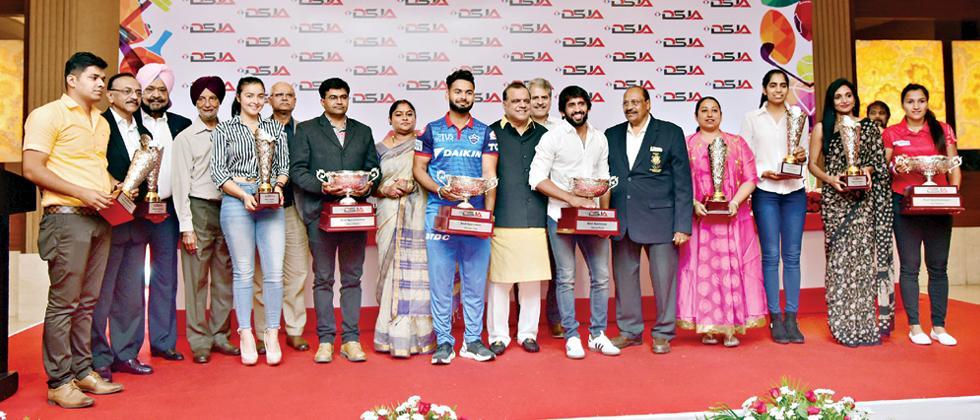 Bajrang, Rani, Rishabh, Manu presented DSJA awards